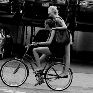 stílusos biciklis nő
